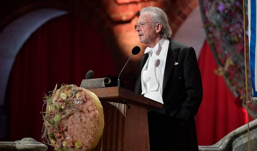 2019-12-10 17:16:55 epa08061265 Austrian author Peter Handke, 2019 Nobel Prize for Literature laureate, delivers a speech during the Nobel banquet at the City Hall in Stockholm, Sweden, 10 December 2019.  EPA/Anders Wiklund / POOL  SWEDEN OUT  (beeld anp)
