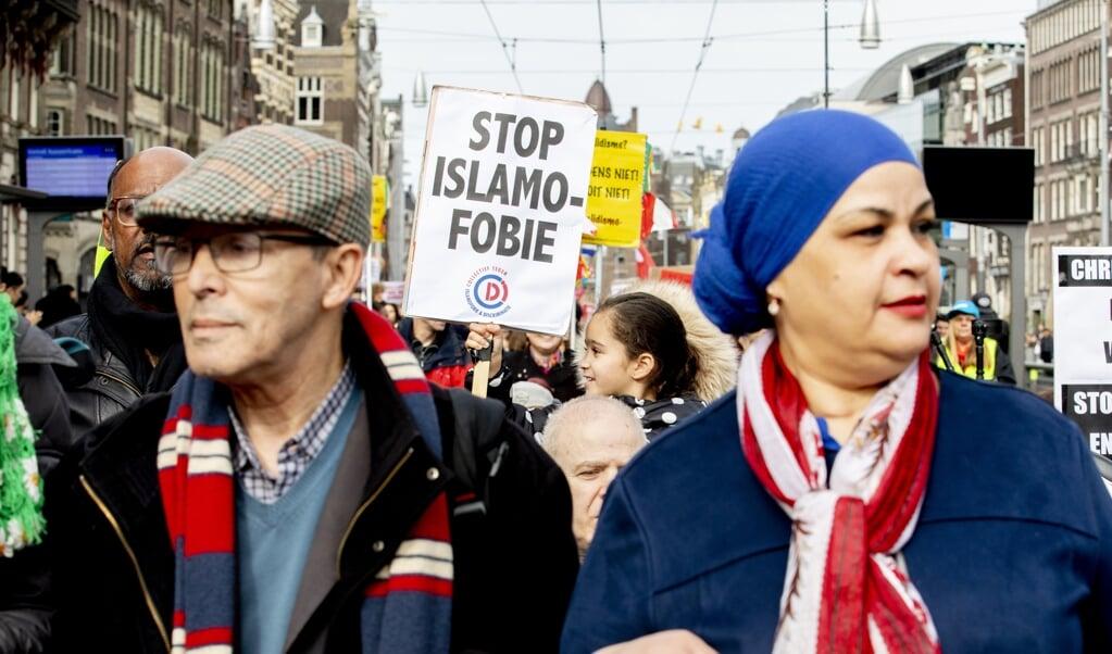 <p>In 2019 tijdens de jaarlijkse demonstratie tegen racisme werd er ook tegen islamofobie geprotesteerd.</p>  (beeld anp / Niels Wenstedt)