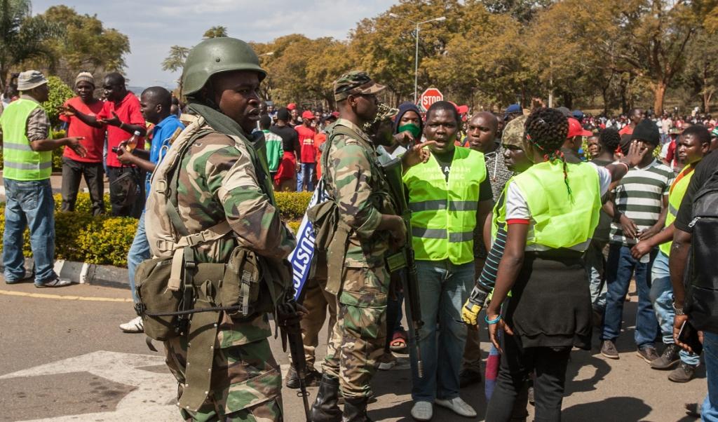 Na de presidentsverkiezingen van mei 2019 braken in Malawi rellen uit.  (beeld afp / Amos Gumulira )