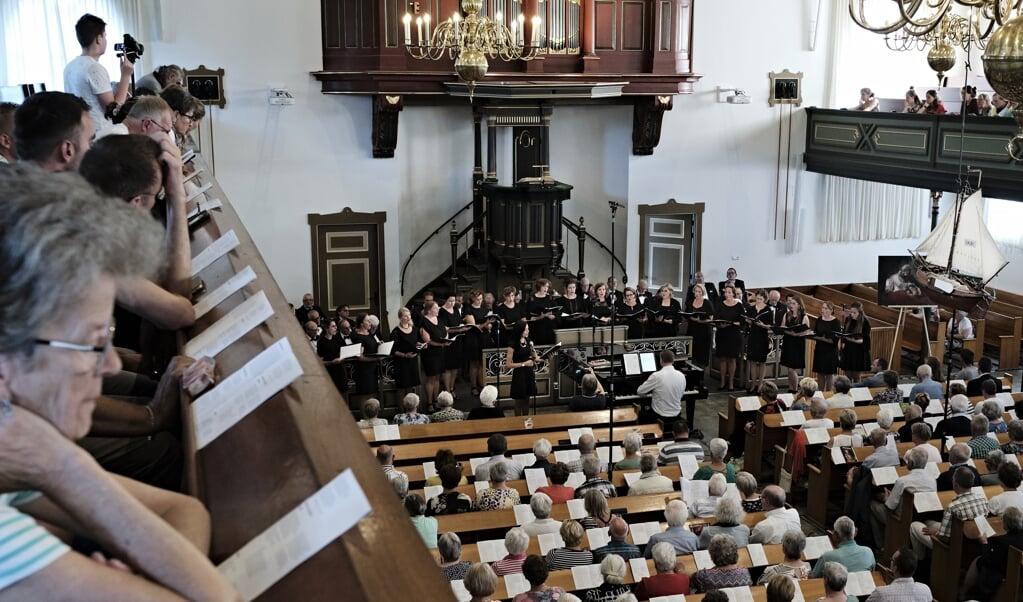 Archieffoto van samenzang op Urk in de Bethelkerk.   (beeld Dick Vos)