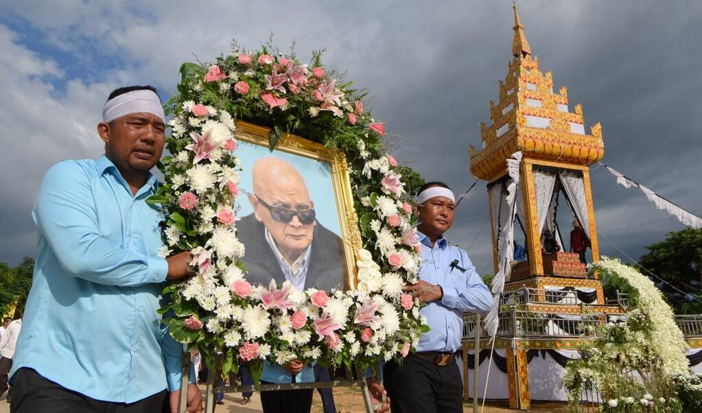 In augustus 2019 werd Nuon Chea begraven in Pailin, waar de Rode Khmer tot 2007 'regeerde'. Hij was de man achter Rode Khmer-leider Pol Pot.  (beeld afp / Tang Chhin Sothy)