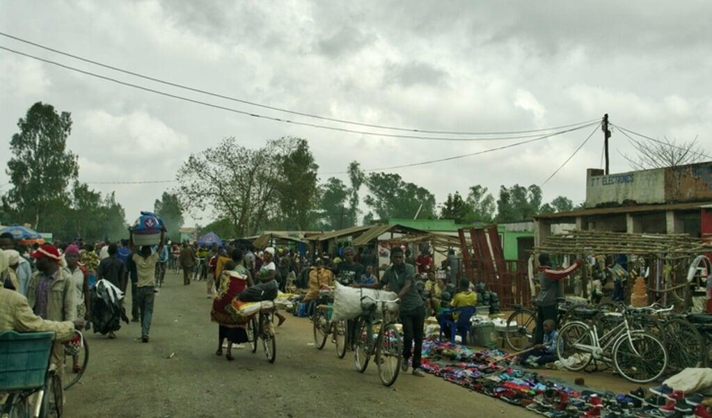 <p>Straatbeeld in Malawi.</p>  (beeld istock)
