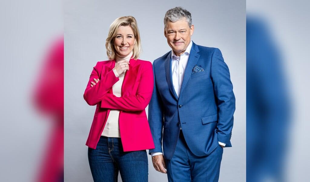 Charles Groenhuijsen en Carrie ten Napel zijn tot nu toe het meest gewaardeerde presentatiekoppel.  (beeld Wessel de Groot / MAX)