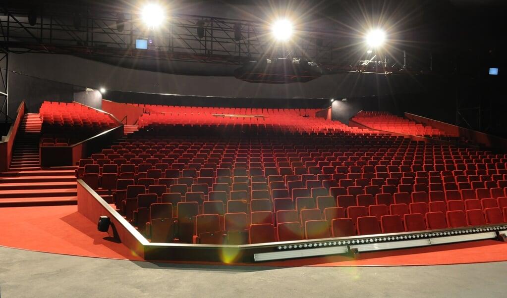 <p>De TheaterHangaar op Vliegbasis Valkenburg, waar de musical 'Soldaat van Oranje' gespeeld wordt.</p>  (beeld Joris van Bennekom)