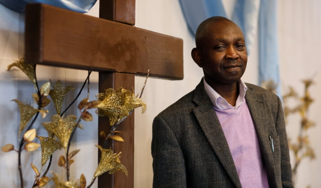 <p>Predikant Onaolapo Smith Asubiaro</p>  (beeld Bas Czerwinski)