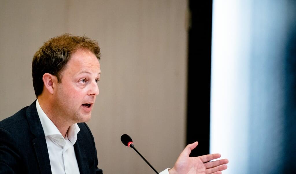 <p>CDA-Kamerlid Harry van der Molen heeft zich steeds tegen het zogenoemde 'studievoorschot' verzet. 'Het is de pinautomaat van de overheid geworden.'</p>  (beeld anp / Bart Maat)