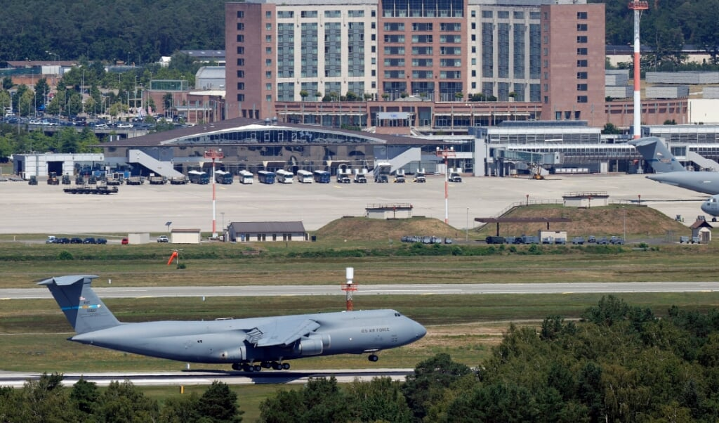 <p>Het nieuwe ruimtecoördinatiecentrum van de NAVO zal bij de luchtmachtbasis Ramstein in Duitsland komen.</p>  (beeld epa / Ronald Wittek)
