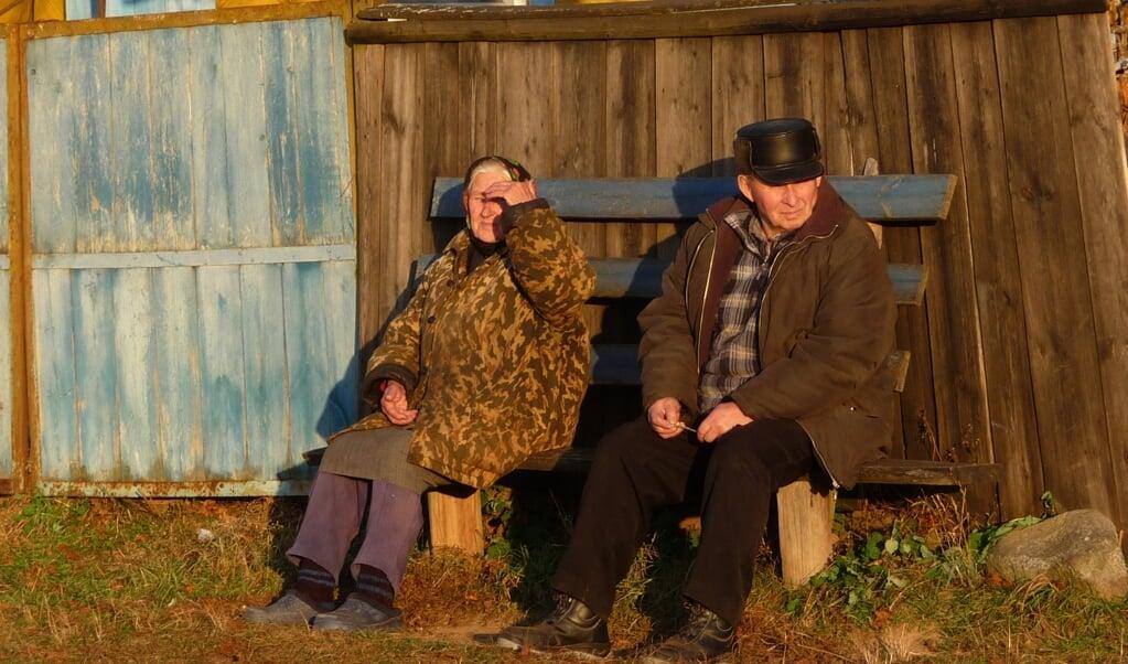 Oude mensen in Berezino  (beeld hulpbelarus)