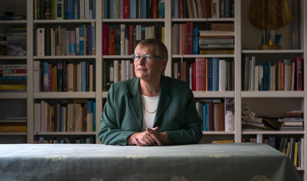 <p>Agnes Amelink: 'Hoe kun je al die verschillende mensen tot hun recht laten komen? Kuypers ideeën blijken heel bruikbaar te zijn. Alleen Nederland wil daar als seculier land niks meer van weten.'</p>  (beeld Jeroen Jumelet)