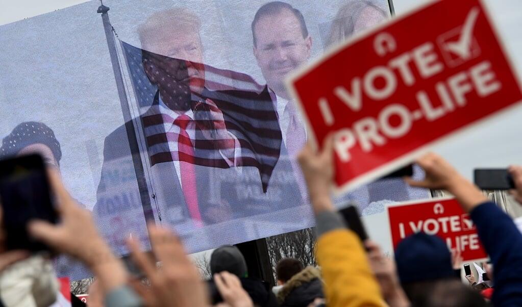 <p>'In Amerika is het abortusvraagstuk een testcase. Het maakt duidelijk aan welke kant van de lijn je staat.'</p>  (beeld olivier Douliery / afp)