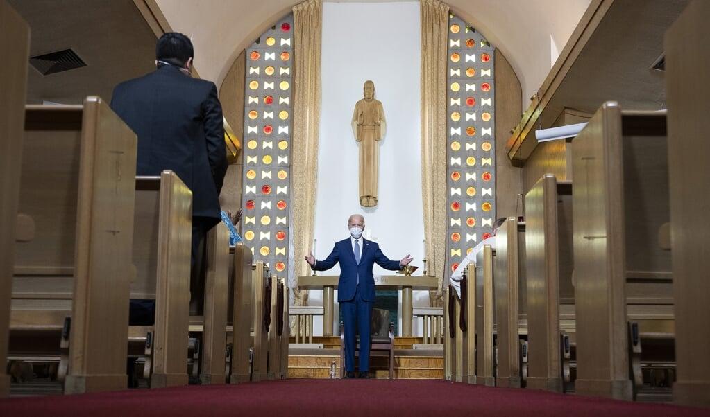 <p>Democratisch presidentskandidaat en vroegere vicepresident Joe Biden in de Grace Lutheran Church in Kenosha, Wisconsin.</p>  (beeld afp / Jim Watson)
