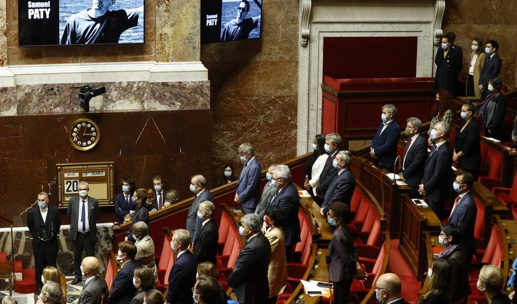 In het Franse parlement werd Samuel Paty dinsdag herdacht met een minuut stilte.  (beeld epa / Ian Langsdon)