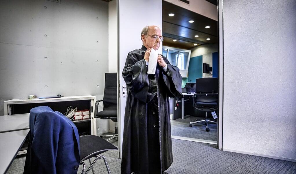 <p>Willem Korthals Altes (70) maakt zijn rentree als rechter. Het is voor het eerst dat rechters ouder dan 70 jaar hun vak mogen uitoefenen. </p>  (beeld Raymond Rutting)