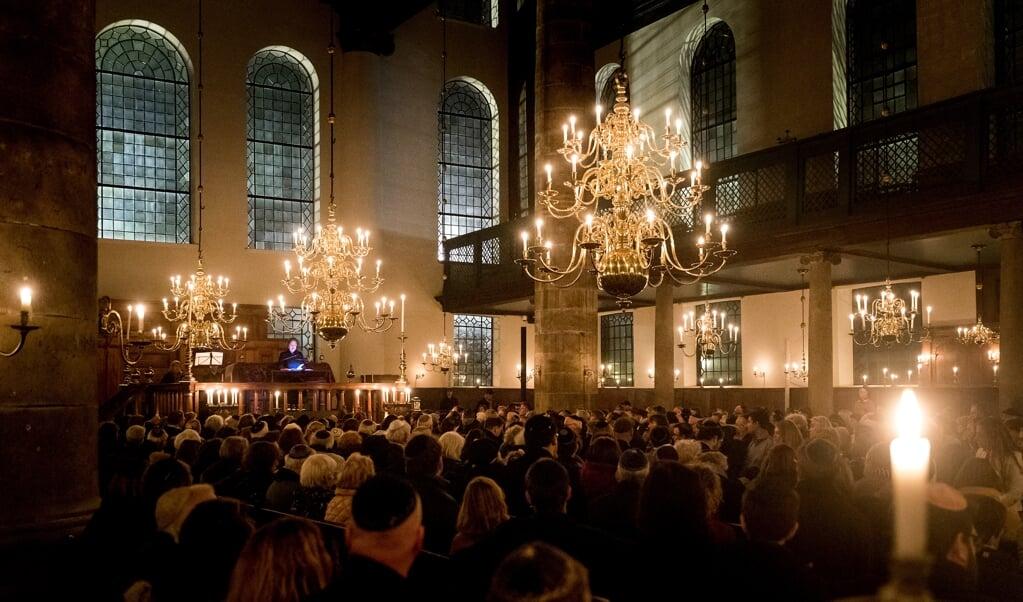 De Nationale Kristallnachtherdenking van 2018 in de Portugese Synagoge.  (beeld anp / Koen van Weel)