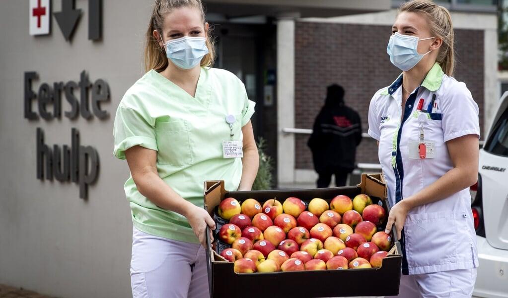 <p>Gratis appels van boeren voor verpleegkundigen. Dwangmatig gezond eten kan uitgroeien tot een psychische stoornis, zegt promovenda Martina Valente.</p>  (beeld anp / Sem van der Wal)