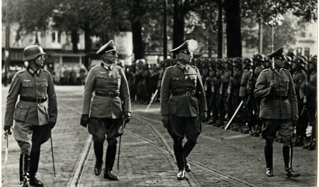 Friedrich Christiansen, tweede van links, gaf in 1944 opdracht tot de Razzia van Putten.  (beeld nd)