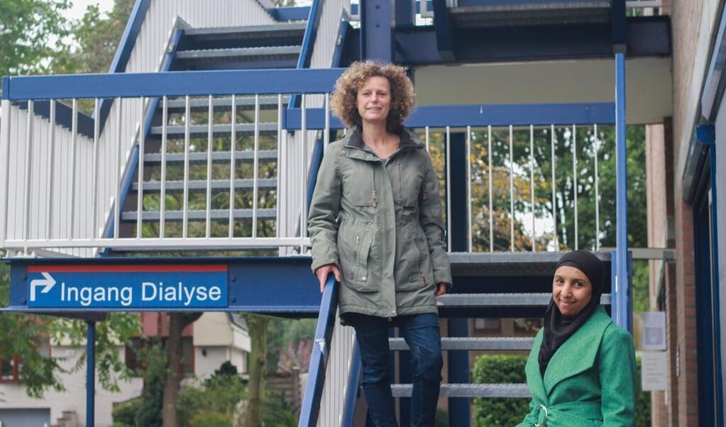 Aziza Maachi en Esther Veldhuizen  (beeld Karen Zilver )