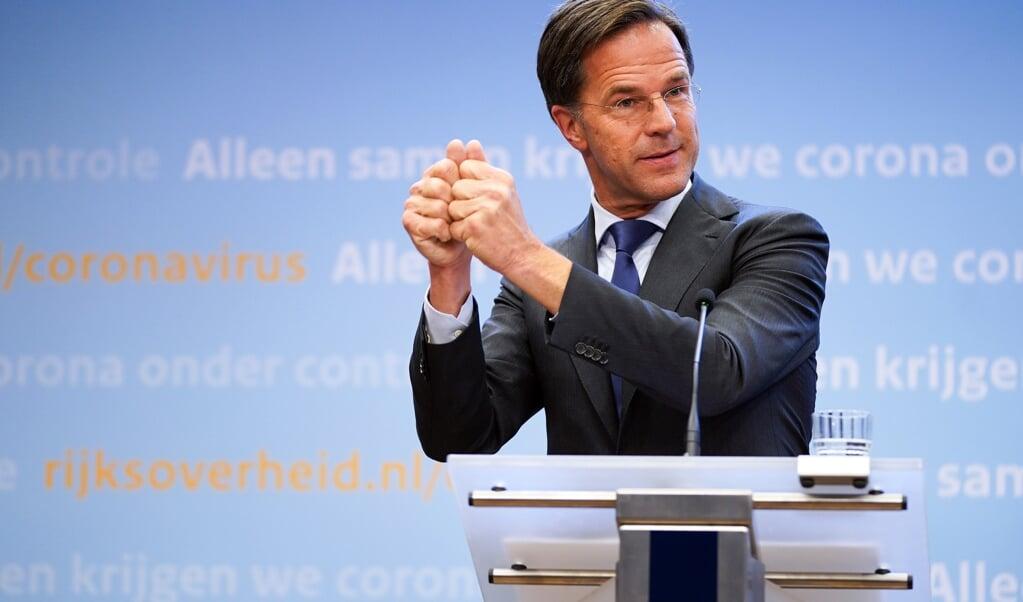 <p>Premier Rutte: &lsquo;De hamer waarmee we het virus willen platslaan moet groot genoeg zijn.&rsquo;</p>  (beeld anp / Bart Maat)