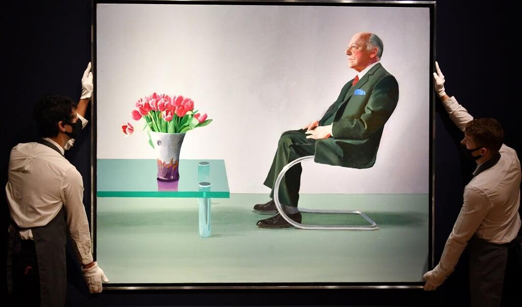 <p>Het geveilde portret van Sir David Webster, geschilderd door David Hockney.</p>  (beeld afp / Glyn Kirk)