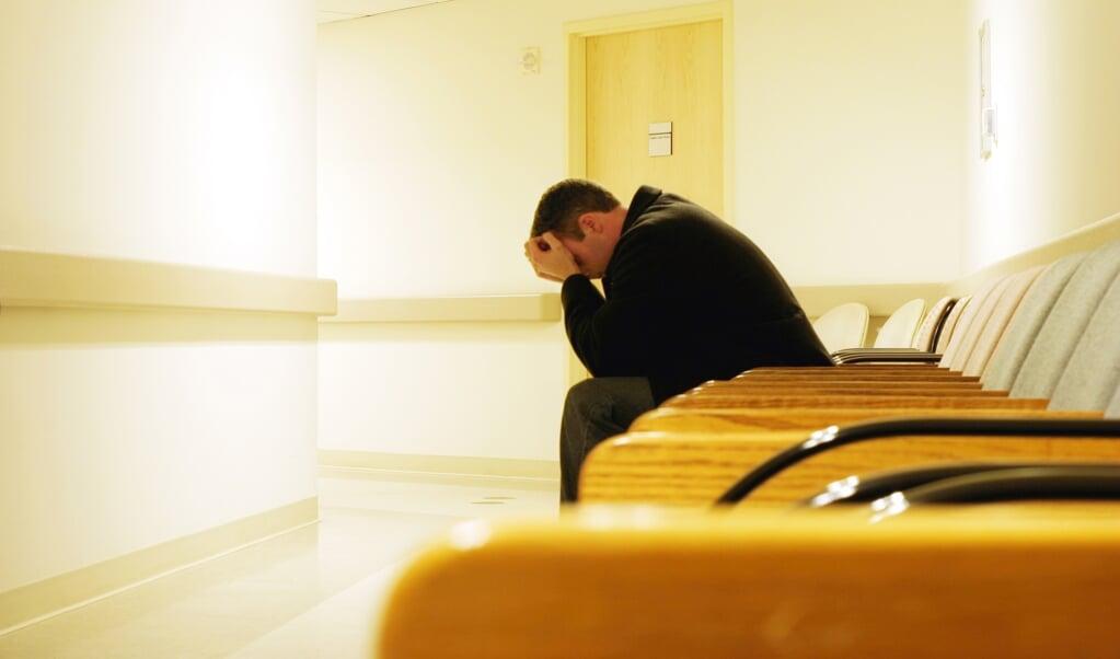 Je kunt gevangen zitten in destructief gedrag, in herinneringen aan je verleden waar je maar niet los van komt, in verslavingen.   (beeld Getty Images/iStockphoto)