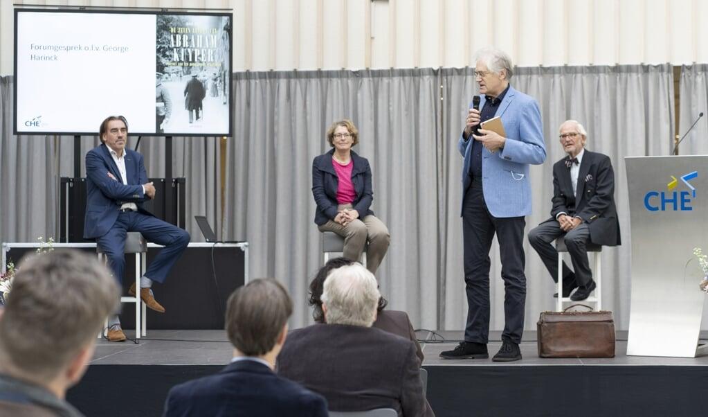 <p>Johan Snel, Sophie van Bijsterveld, George Harinck en Jan Schinkelshoek tijdens de boekpresentatie.</p>  (beeld Niek Stam)