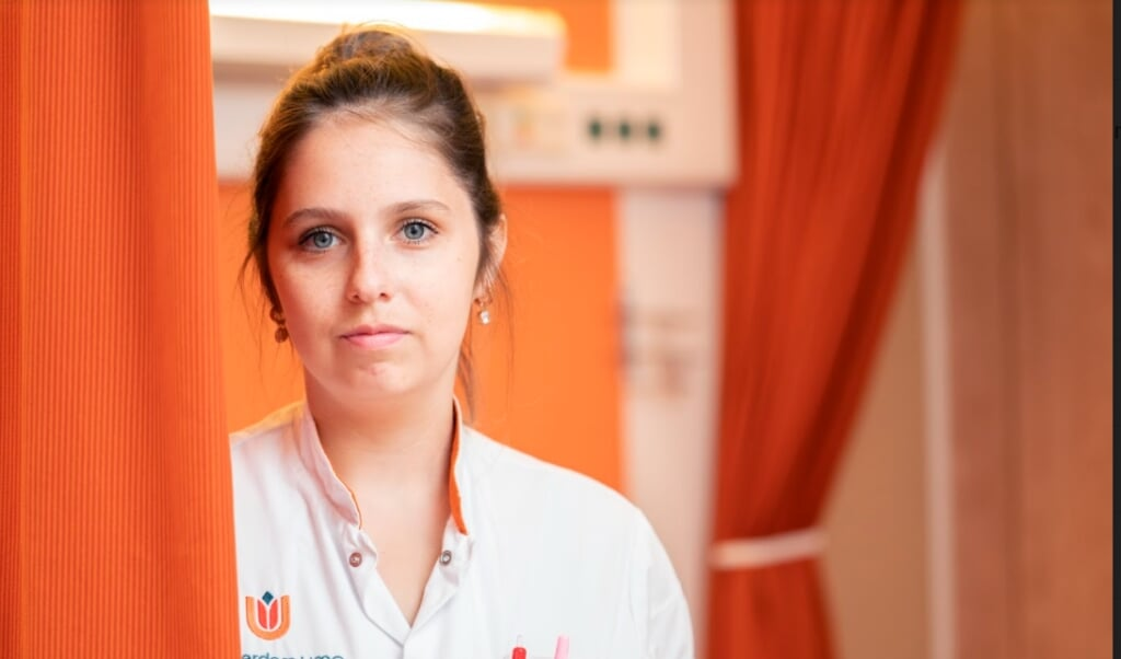 Manon Stuivenberg: 'Moe zijn heeft met mijn lichaam te maken, geestelijk ben ik altijd scherp als ik werk. Als ik dat niet zou zijn, zou ik thuisblijven.'  (beeld Jeroen Jumelet)