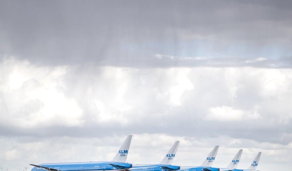 <p>Waarom zou je KLM redden? Ogem, Fokker, DAF, V&D, Imtech (22 duizend werknemers bij faillissement in 2014), DSB bank, KPN, Hema, mochten geen van allen rekenen op steun van de overheid.</p>  (beeld anp / Remko de Waal)