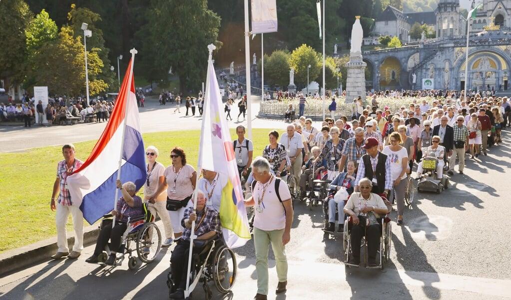 Nederlandse pelgrims in Lourdes  (beeld VNB)