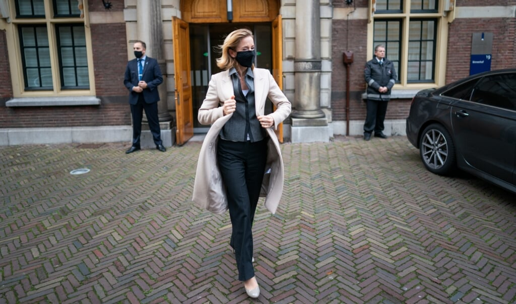 Staatssecretaris Stientje van Veldhoven: 'Bij ongebruikt textiel zijn zowel recyclen als verbranden onwenselijk.'  (beeld anp / Bart Maat)