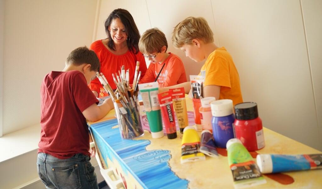 Tekentherapeut Diane Boerrigter merkt dat mensen kinderen meer bij het rouwproces willen betrekken.  (beeld nd)