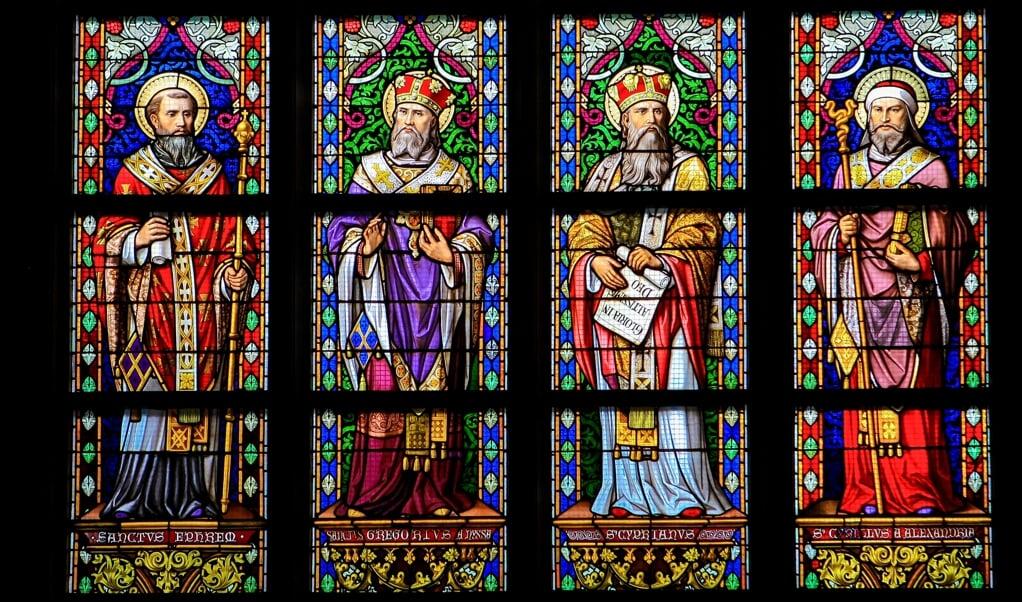 <p>Efrem, Gregorius, Cyprianus and Cyrillus in glas-in-lood in de Sint-Janskathedraal.</p>  (beeld istock)