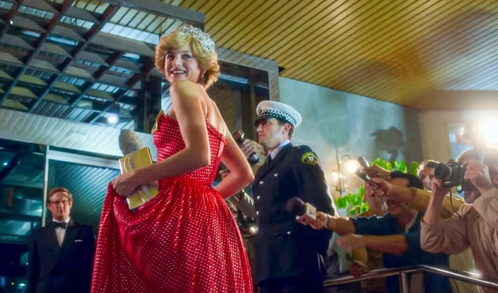 Emma Corrin als Lady Di.  (beeld screenshot uit the crown)