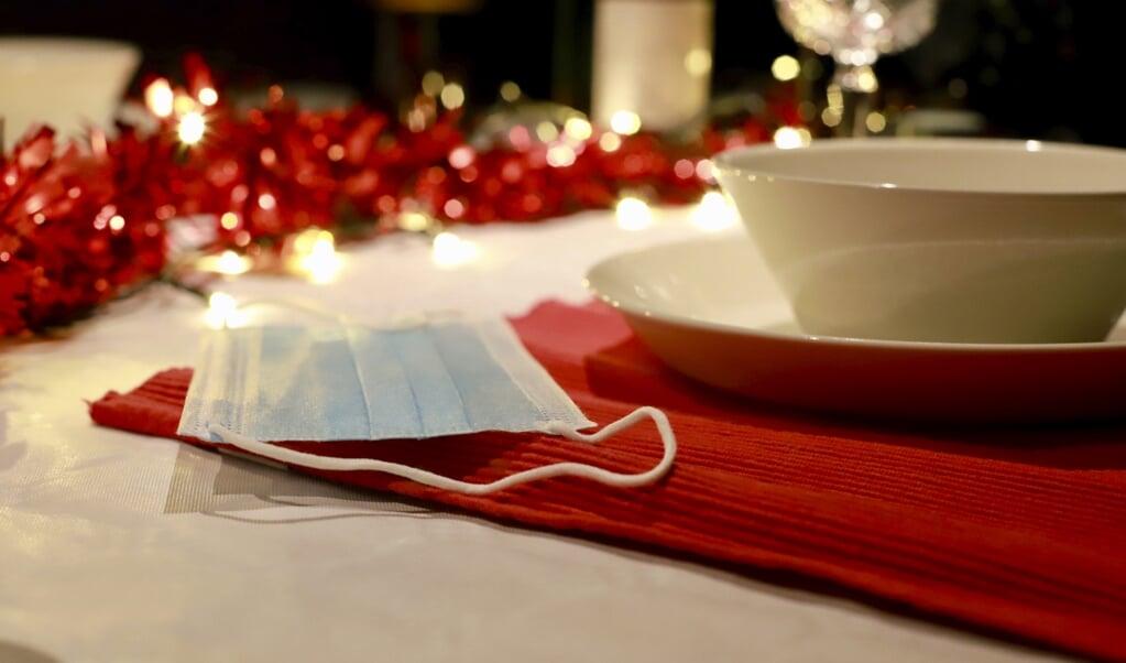 Minister De Jonge: 'We moeten zorgen dat we onszelf met Kerst geen derde golf cadeau doen.'  (beeld anp / Richard Brocken)