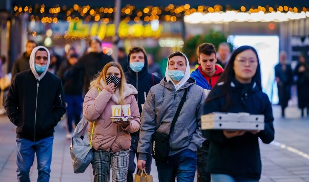Ook afgelopen zondag was het druk in de centrum van Rotterdam.  (beeld anp / Marco de Swart)