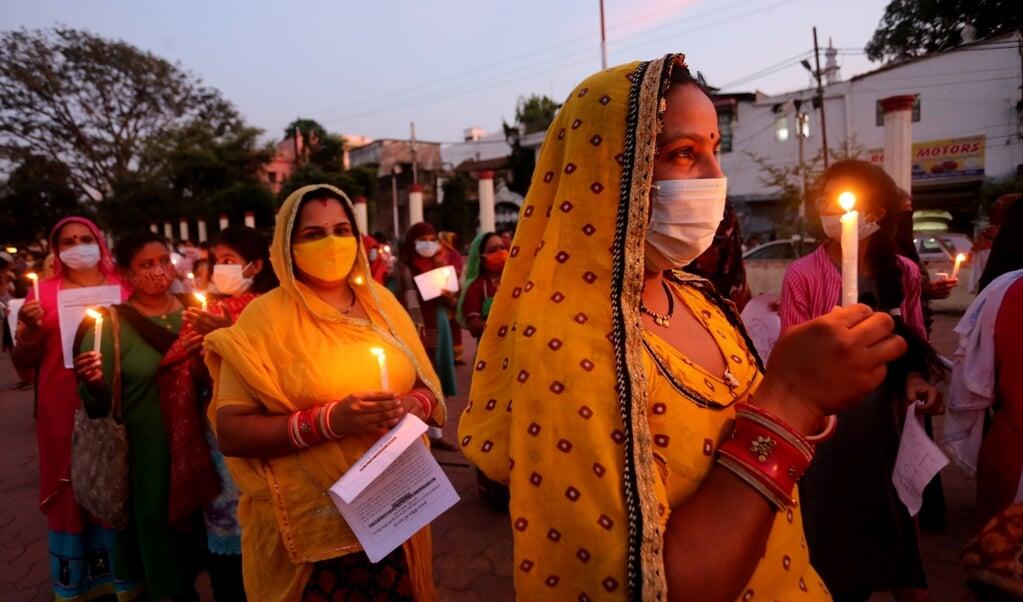 Vorige maand werden stille protesten georganiseerd tegen groepsverkrachting en marteling van dalit-vrouwen.  (beeld epa / Sanjeev Gupta)