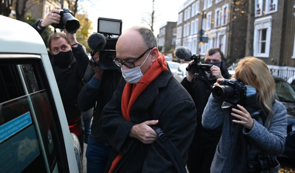 2020-11-13 09:06:22 Number 10 special advisor Dominic Cummings leaves his residence in London on November 13, 2020. British Prime Minister Boris Johnson's chief adviser Dominic Cummings is set to leave his position by early 2021, as a power struggle at the heart of government became public this week. DANIEL LEAL-OLIVAS / AFP  (beeld British Prime Minister Boris Johnson's Chief Adviser Dominic Cummings is set to Leave his Position by Early 2021, as a Power Struggle at the Heart of Government Became Public This Week. daniel Leal-olivas / afp)