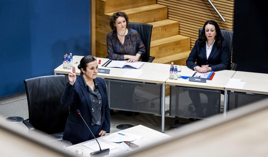 'Ik liep tegen een muur van ontkenning aan', vertelde advocaat Eva González Pérez (links). De parlementaire ondervragingscommissie sprak haar maandag over de toeslagenaffaire.  (beeld anp / Remko de Waal)
