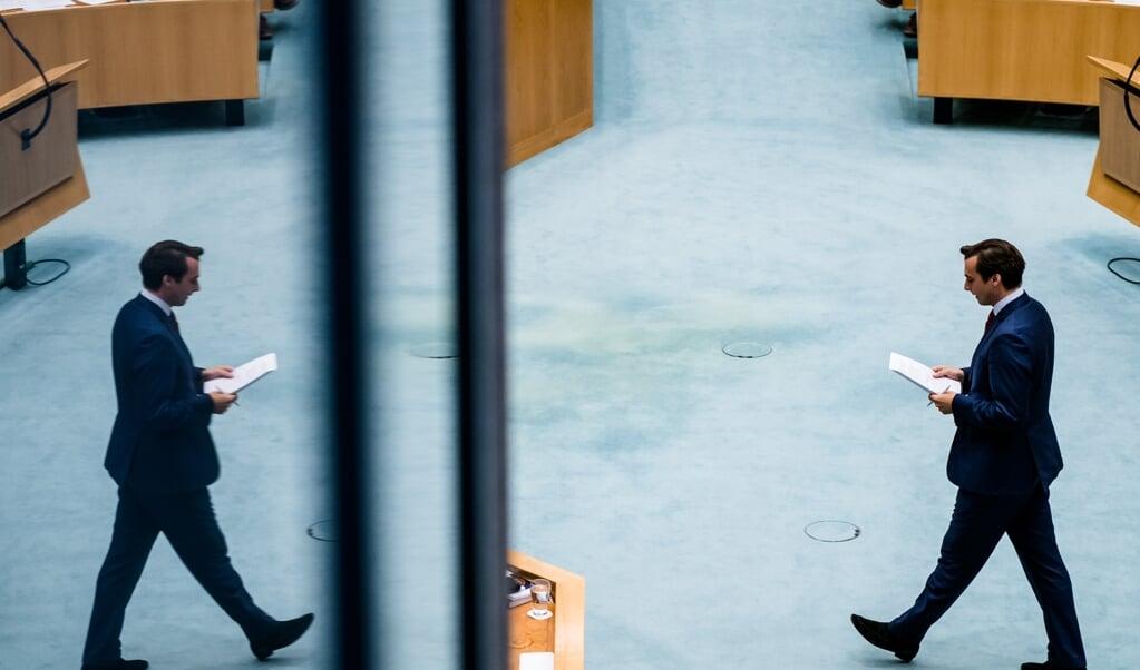Thierry Baudet tijdens het plenair debat in de Tweede Kamer over de ontwikkelingen rond de corona-uitbraak.  (beeld anp / Bart Maat)