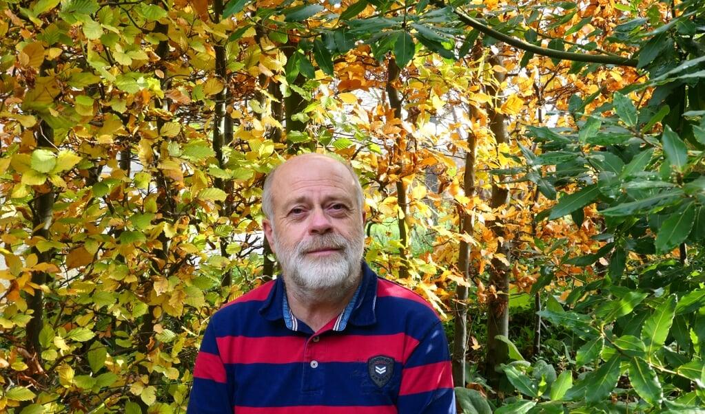 Martin Hermy heeft zelf zo'n twintig boomsoorten in zijn tuin staan.  (beeld Linda Aneca)