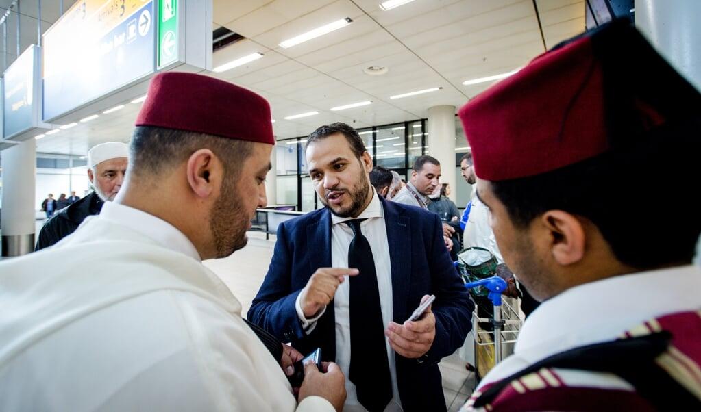 <p>Yassin Elforkani (midden, archieffoto): 'Door die beledigingen van de islam ontstaan een heel negatieve dynamiek en een giftige sfeer in de samenleving, met alle risico's van dien. Daar moeten we vanaf.'</p>  (beeld anp / Robin van Lonkhuijsen)