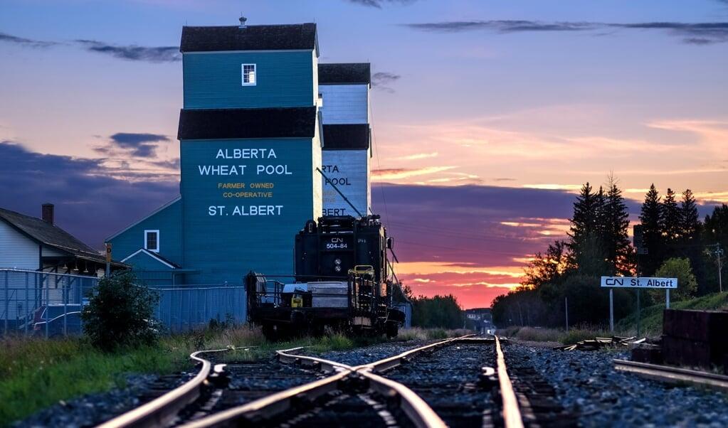 Twee grote voormalige graansilo's in St. Albert zijn nu een museum. De oudste is van 1906. Dankzij de komst van een spoorlijn kon graan uit dit gebied naar de grote steden worden vervoerd.  (beeld Jan Vanveen)
