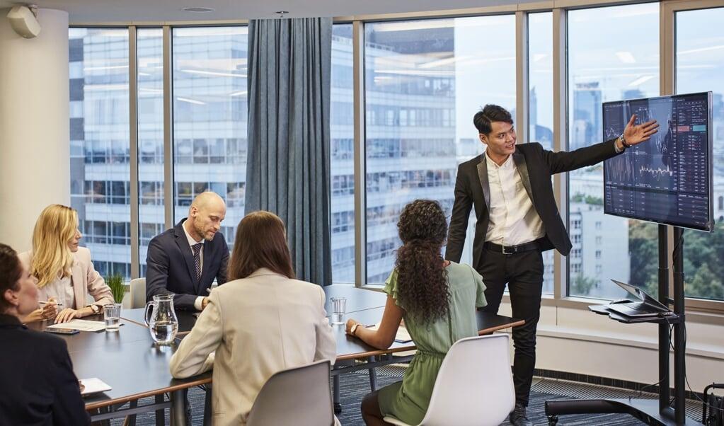 Bij de samenwerking met zakenpartners in het buitenland kunnen cultuurverschillen een goede communicatie in de weg zitten.  (beeld istock)