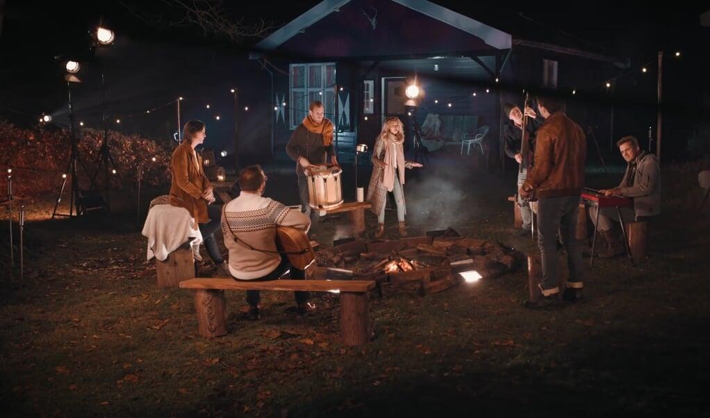 Still uit de videoclip  (beeld YouTube / Sela)