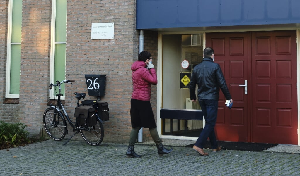 Leden van de Gereformeerde Kerk vrijgemaakt in Ten Boer. Het landelijke kerkverband verloor in 2020 een recordaantal leden.  (beeld Dick Vos)