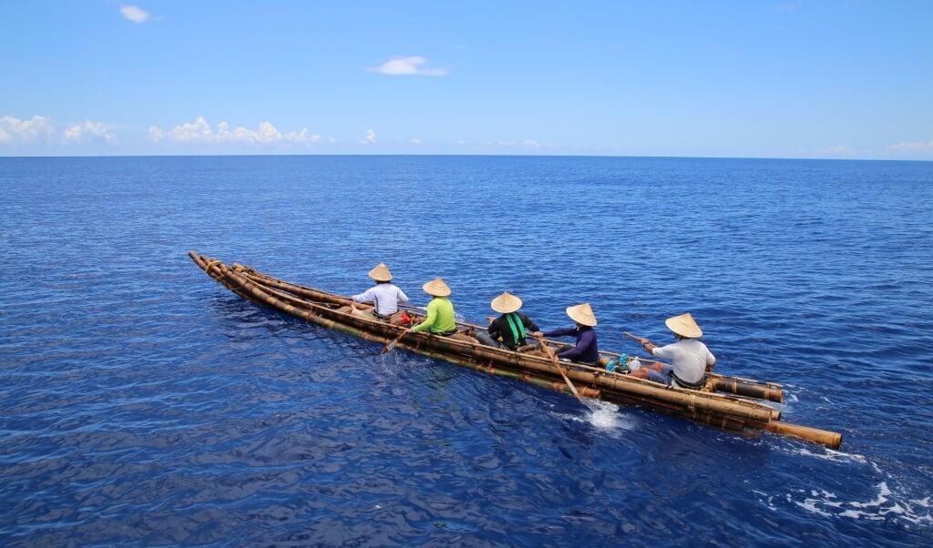 Replica van een bamboe kano uit de oude steentijd.  (beeld Yosuke Kaifu)