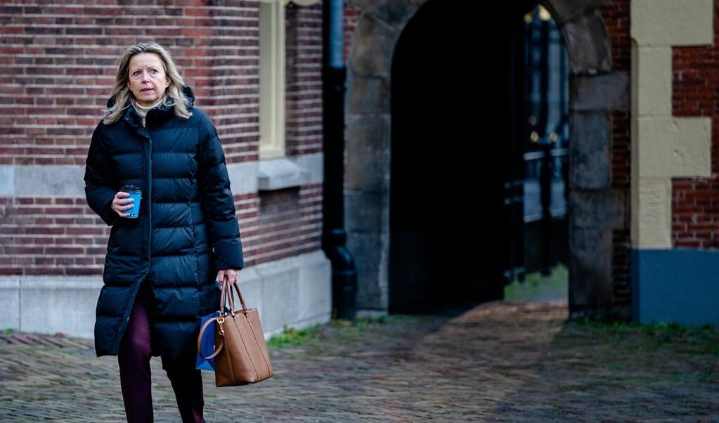 Minister Kajsa Ollongren van Binnenlandse Zaken en Koninkrijksrelaties (D66) op het Binnenhof: 'Ik word lijstduwer, dat vind ik een mooie democratische traditie in Nederland.'  (beeld anp / Bart Maat)