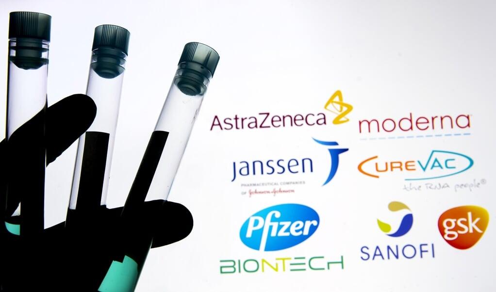 Een illustratieve foto van reageerbuisjes met een medicijn of vaccin van diverse merken tegen het COVID-19 coronavirus.  (beeld anp / Koen van Weel)