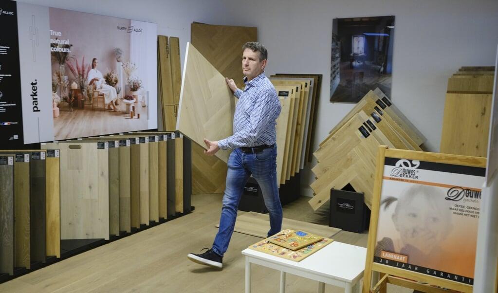 Pieter van Es heeft een vloerenzaak in Putten.  (beeld Dick Vos)