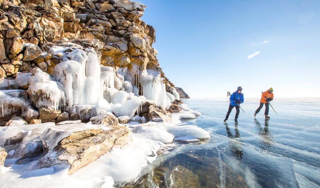 Deelnemers aan de 'ultramarathon' op Siberisch ijs.   (beeld Bas van Oort)