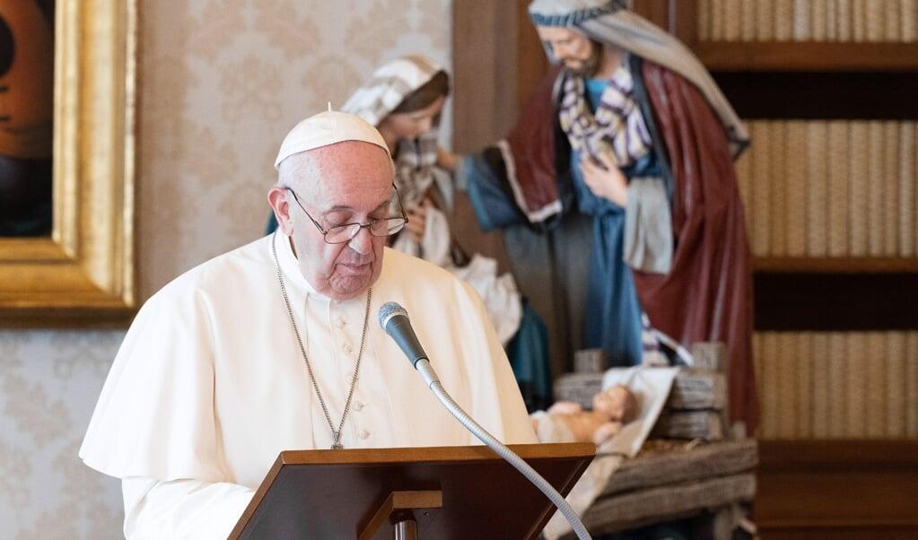 Paus Franciscus kondigt tijdens het online-Angelusgebed op 27 december het 'Jaar van het Gezin' aan.   (beeld Epa/Vatican Media)